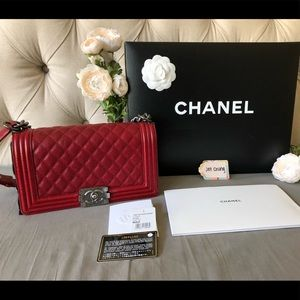{CHANEL} 14B Red Caviar Old Medium Boy Ruthenium